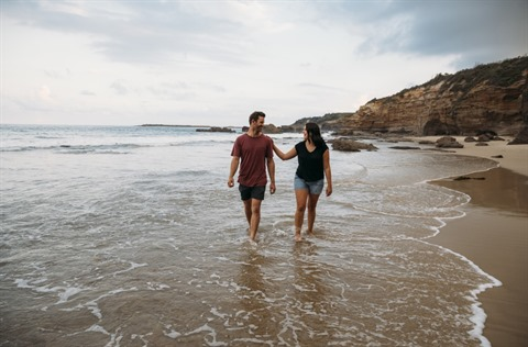 Caves Beach - lifestyle shoot 2019 - young couple - sunset (50) (Medium).jpg